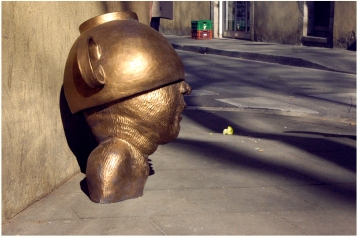 2012/stoneware/bronze glaze/88 cm